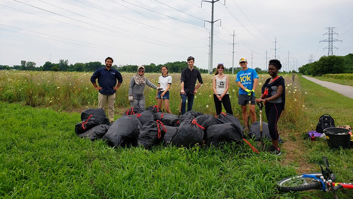 community members participate in cleanup event in The Meadoway